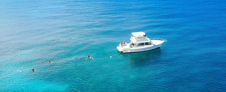 Dive boat on a dive site in Roatan.