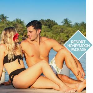 Roatan Honeymoon Couple on Vacation
